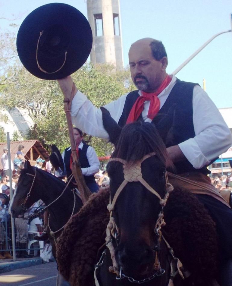 Mais de 11 mil pessoas assistem aos desfiles do Dia do Ga�cho, em S�o Borja
