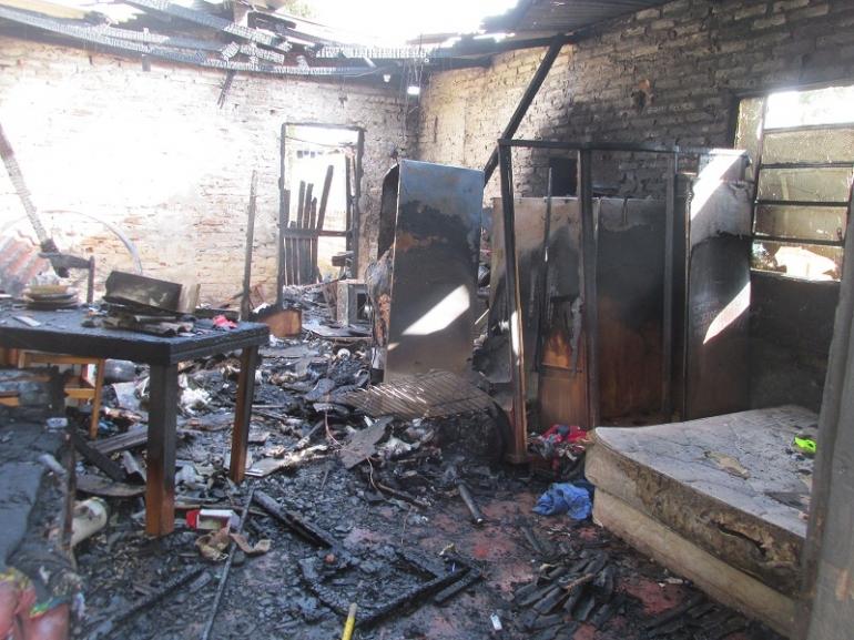 Resid�ncia � destru�da por inc�ndio em S�o Borja