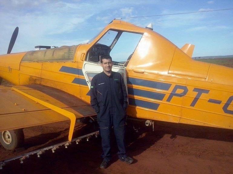 Corpo do piloto são-borjense que morreu após queda de avião agrícola está sendo transladado