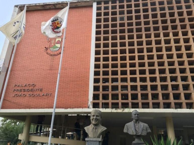 Funcionalismos estadual e municipal receber�o sal�rios at� sexta-feira