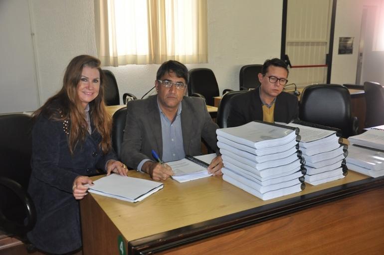 Comissão de Finanças da Câmara de Vereadores analisa processo contra o ex-prefeito Mariovane Weis