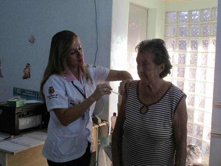 Campanha nacional de vacina��o contra a gripe � prorrogada
