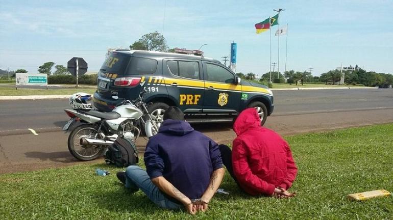 Duas pessoas são presas pela PRF acusadas de tráfico de drogas
