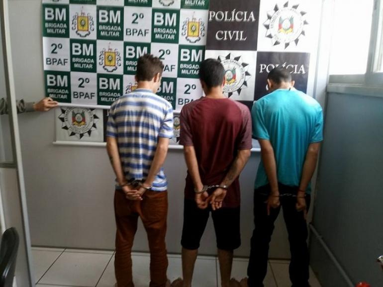 Três pessoas são presas após ação da Polícia Federal, Polícia Civil e Brigada Militar