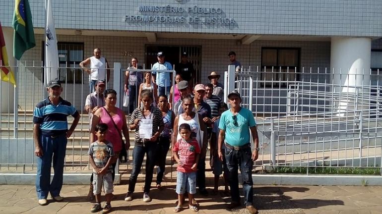 Famílias do Assentamento Conquista da Missões realizam protesto pedido instalação de energia elétrica
