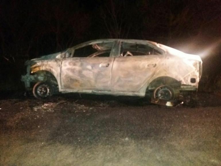 Carro clonado é localizado incendiado na BR 472