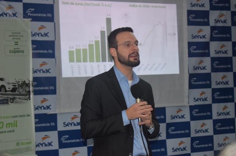 Com auditório lotado palestra Cenário Econômico em Pauta é realizada em São Borja