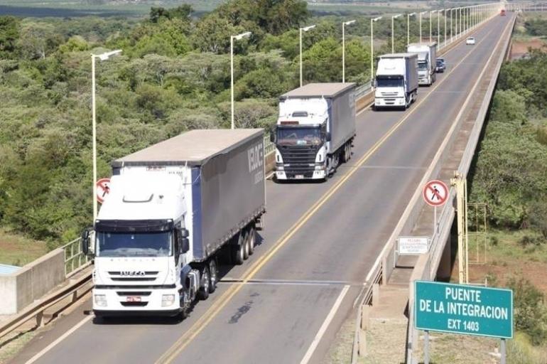 Fronteira entre São Borja e Santo Tomé continua registrando crescimento no fluxo de veículos com cargas
