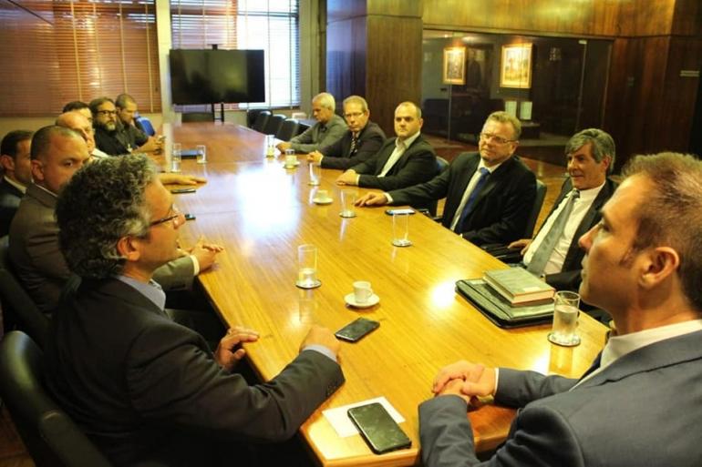 Prefeito participa de reunião sobre aviação regional na Assembleia