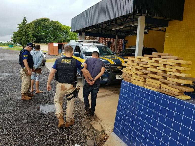 PRF prende homens que transportavam 48 kg de maconha