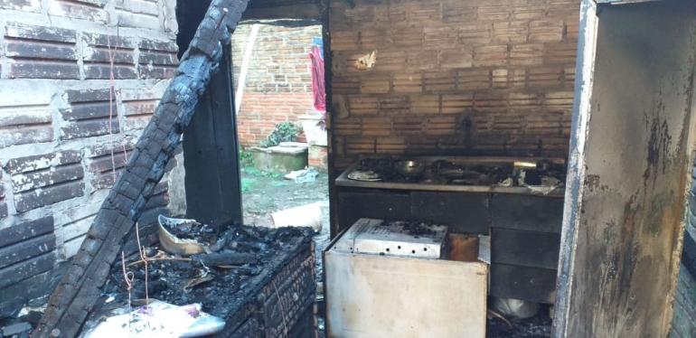 Incêndio provoca morte de homem e deixa mulher gravemente ferida