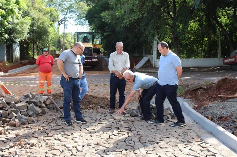 Prefeito Eduardo Bonotto vistoria andamento das obras de infraestrutura