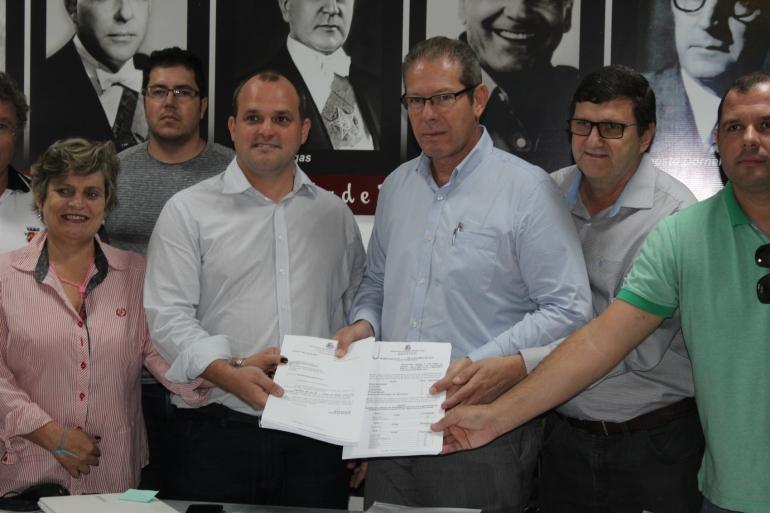 Prefeito protocola Projeto do Concurso P�blico na C�mara de Vereadores