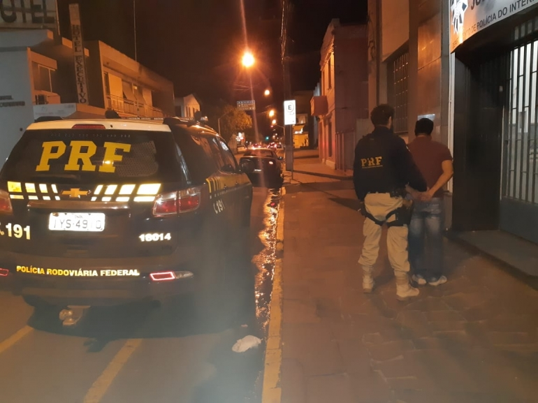 Motorista embriagado tenta fugir e é preso pela PRF em São Borja