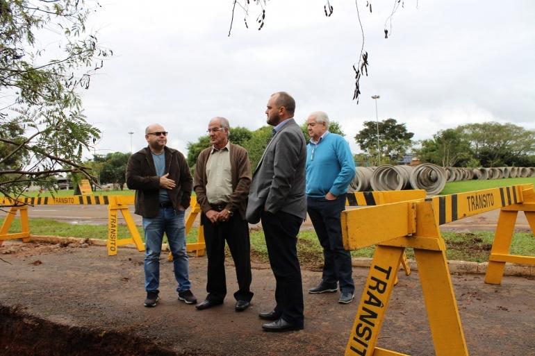 Região da Praça Tricentenário recebe obras de drenagem