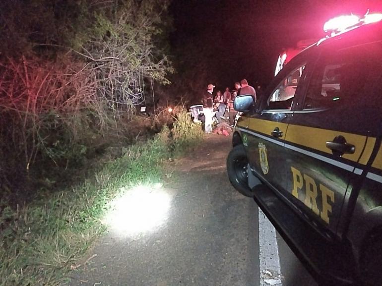 PRF atende acidente envolvendo ve�culo da Prefeitura de S�o Borja