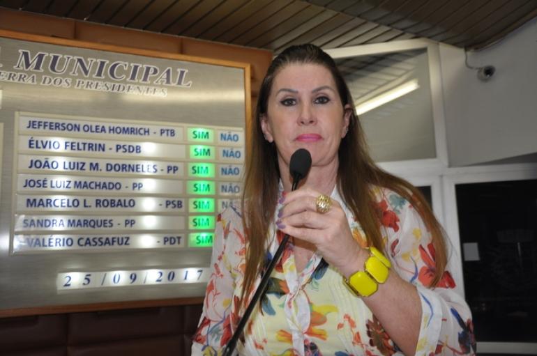 Fátima apresenta ações em defesa das mulheres e dos idosos
