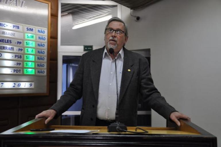 Eugênio Dutra é a voz em defesa do governo na Câmara