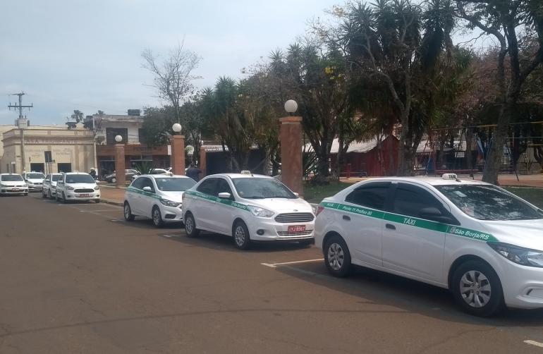 Taxistas cobram regulamentação do transporte por aplicativo