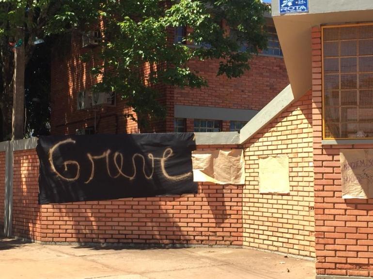 Escolas em São Borja seguem em greve