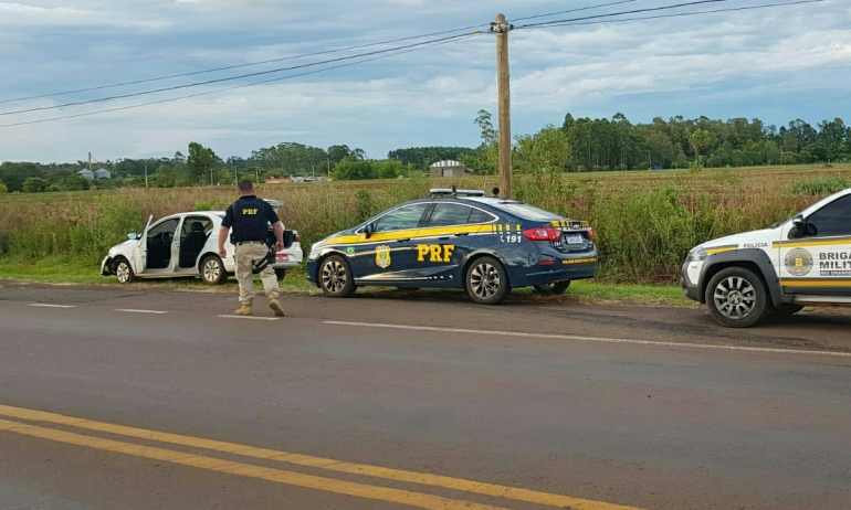 Taxista tem carro roubado e é largado amarrado pelos bandidos