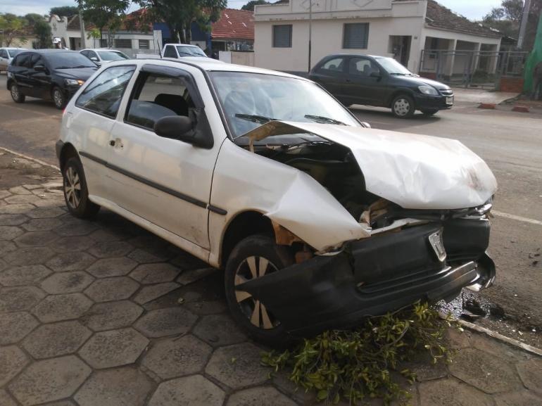 Acidente na Avenida Júlio Tróis envolve 4 carros