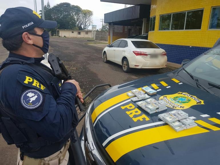 PRF apreende mais de meio milhão de reais, em dólares sem procedência,  em São Borja