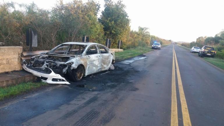 Veículo incendeia em São Borja