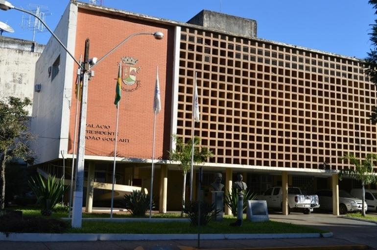 Prefeito Bonotto antecipa parte do 13º salário do funcionalismo municipal