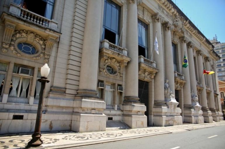 Governo do RS suspende retorno das aulas nesta segunda(26)