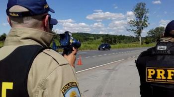 PRF flagra automóvel a 157 km/h na operação Hermes