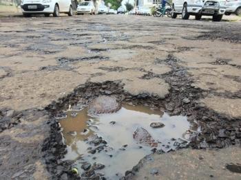 Excesso de chuvas prejudica trabalho de recuperação das ruas de São Borja