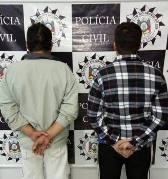 Homens são presos acusados de tráfico de drogas