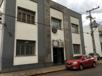 Homem perde muletas, dentadura e carteira em bar de São Borja