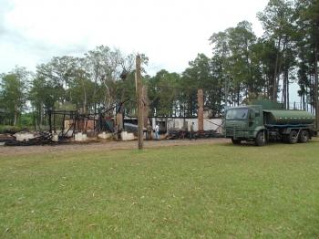 Piquete é destruído por incêndio na virada do ano