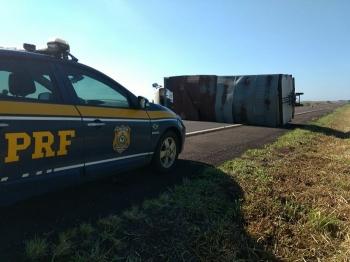 Caminhoneiro alcoolizado sofre acidente na BR 287