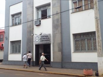 Rapaz é preso após invadir delegacia no momento que mulher registrava ocorrência