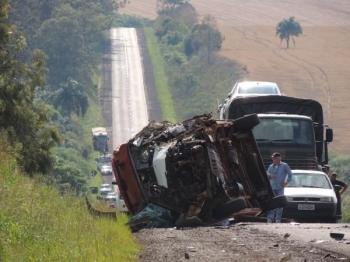 Ambulância se envolve em acidente na BR-285