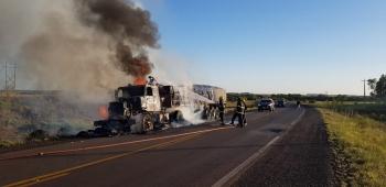 Dois acidentes com caminhões acontecem em poucas horas