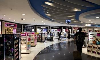 Prefeito assina decreto liberando horário comercial para free shops