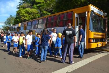 Prefeitura realiza entrega dos ônibus destinados ao Projeto Escola Viva