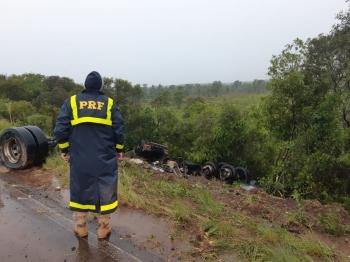 Acidente com carreta deixa condutor lesionado em São Borja