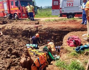 Trabalhadores ficam soterrados em obra da Corsan no Paraboi