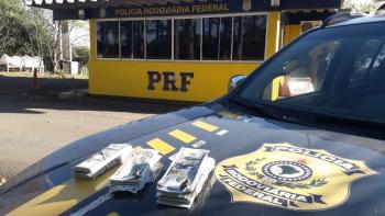 Operação Tamoio II: PRF prende três homens e apreende 50 mil dólares sem procedência