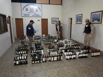 249 garrafas de vinho são apreendidas em Paso de los Libres rumo ao Brasil