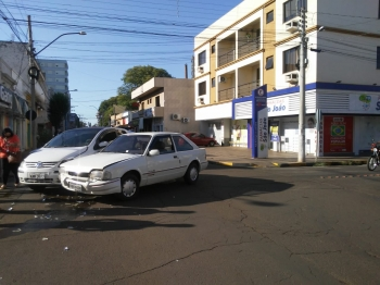 Descuido no trânsito resulta em dois acidentes no centro de SB nesta manhã