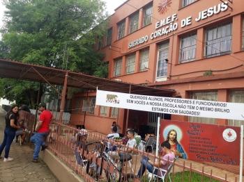Filas são observadas em algumas escolas do município com intuito de garantir vaga para 2021
